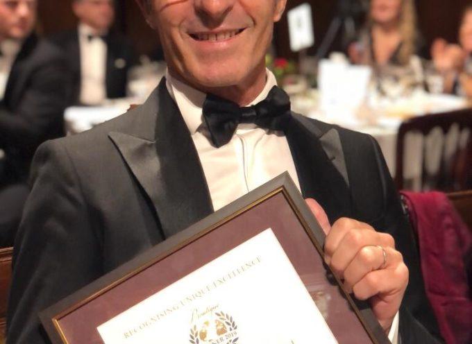 Riccardo Barsottelli, patròn diLocanda al Colle, riceve a Londra il riconoscimento internazionale diBest Host of the Year