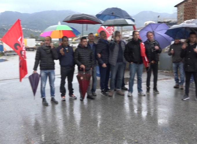 """Cartiera Pieretti, operai in sciopero: """"Chiediamo gli arretrati e certezze sul futuro"""""""