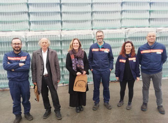 L'assessore regionale Federica Fratoni e quello comunale Aldo Morelli in visita alla vetreria Verallia di Pescia