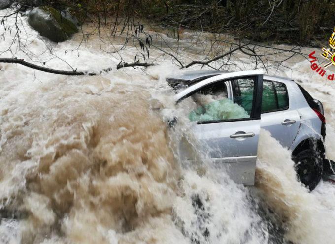 GARFAGNANA – Finisce con l'auto in un canale, salvata dal 118