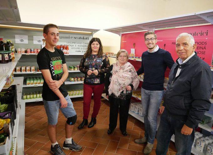 """CAPANNORI – Bottega Cinquepani, il """"negozio"""" di alimentari per chi è in difficoltà aiuta 82 famiglie"""