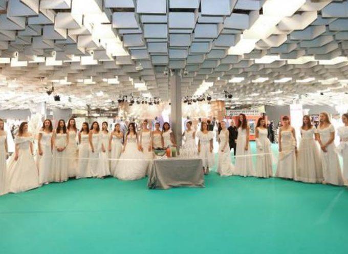 """""""Tutto Sposi"""", dall'abito della Ferragni al bagno chimico di lusso personalizzato con le foto degli sposi"""