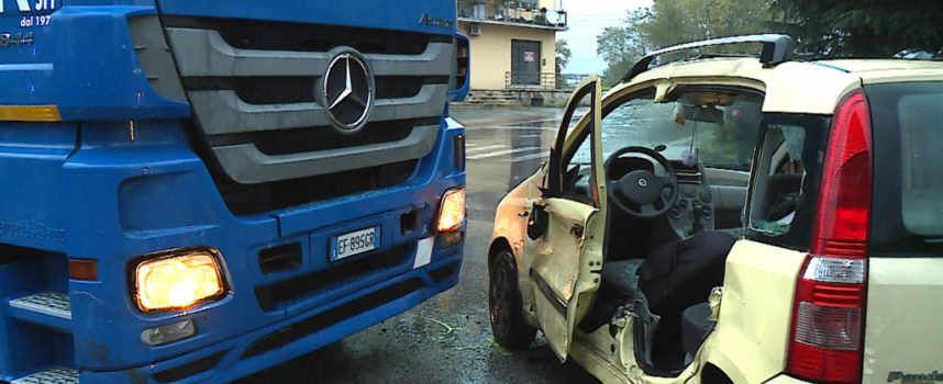Ancora un incidente sul viale Europa, grave donna 60enne lucchese