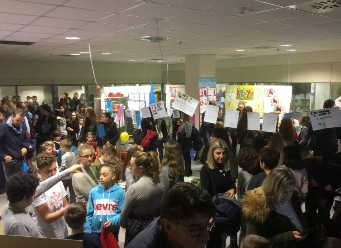 """Lucca: centinaia di bambini all'inaugurazione della mostra """"Attimi di bellezza"""" all'ospedale San Luca"""