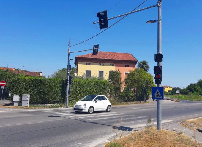 TORNATO COMPLETAMENTE IN FUNZIONE IL SEMAFORO DI VIA CHELINI A TASSIGNANO