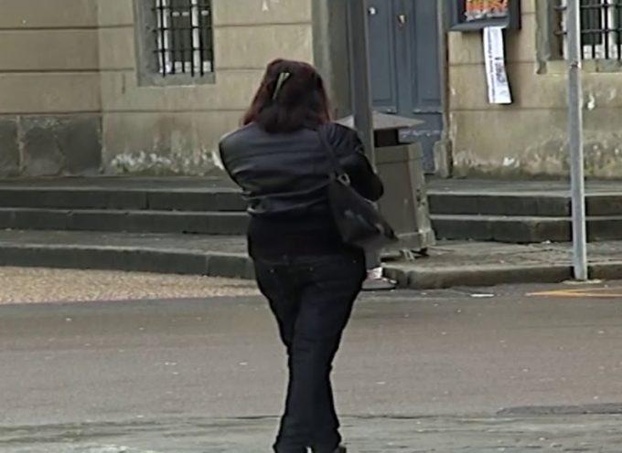 Spara all'auto della donna di cui è invaghito: nei guai un 63enne