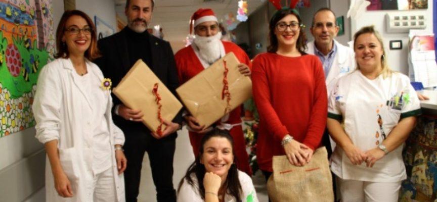 regali per i bambini della pediatria ricoverati presso Ospedale Versilia