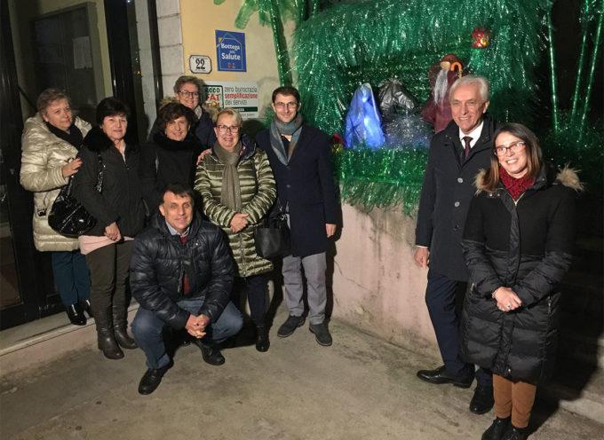 SERAVEZZA – inaugurato sabato in Municipio il presepe eco-friendly realizzato dalle donne del borgo di Cafaggio