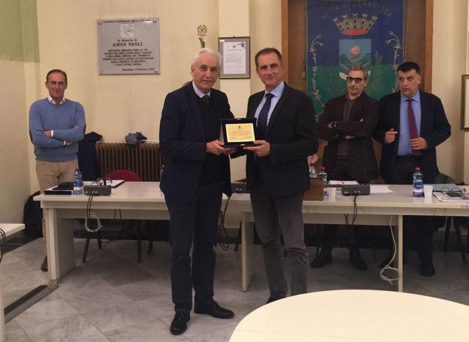 SERAVEZZA – Consiglio comunale: un riconoscimento al vice questore Enrico Parrini per il servizio prestato nella Versilia Storica