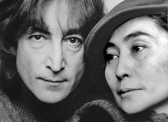 ACCADDE OGGI – 8 dicembre 1980. FU UCCISO  John Lennon. Il cantante dei Beatles