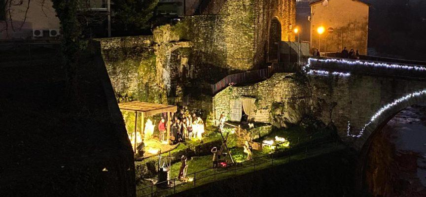 CASTELNUOVO DI GARFAGNANA – Inaugurato ieri il presepe nei pressi del ponte Castruccio Castracani.