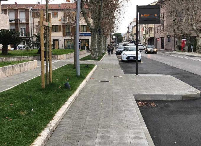 VIAREGGIO – Sono finiti anche i lavori di sistemazione dei marciapiedi davanti al Comune.