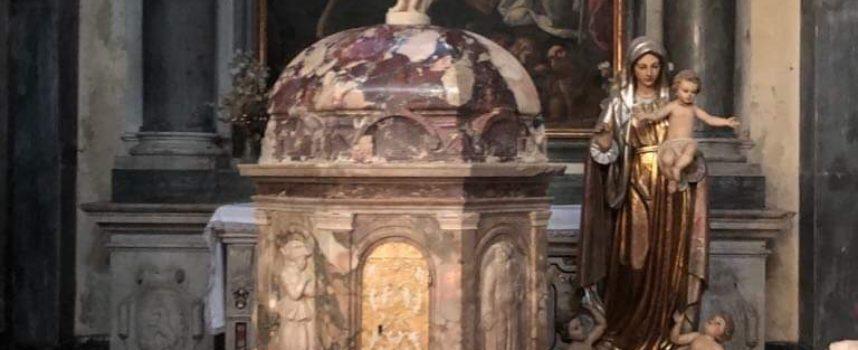 Seravezza – Il Cristo Risorto torna finalmente al proprio posto, nel Duomo dei Santi Lorenzo e Barbara.