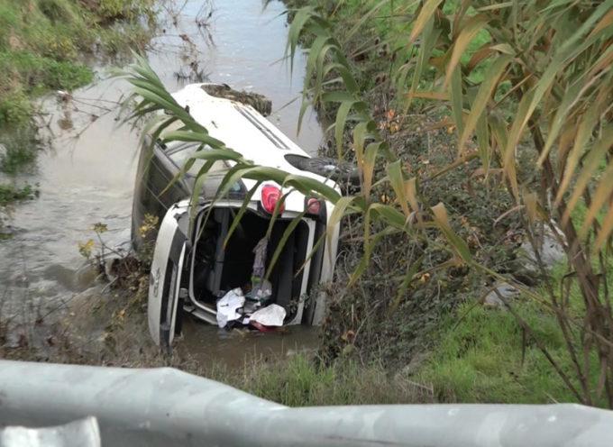 Finisce in un fosso con la macchina: ne esce fortunatamente illeso