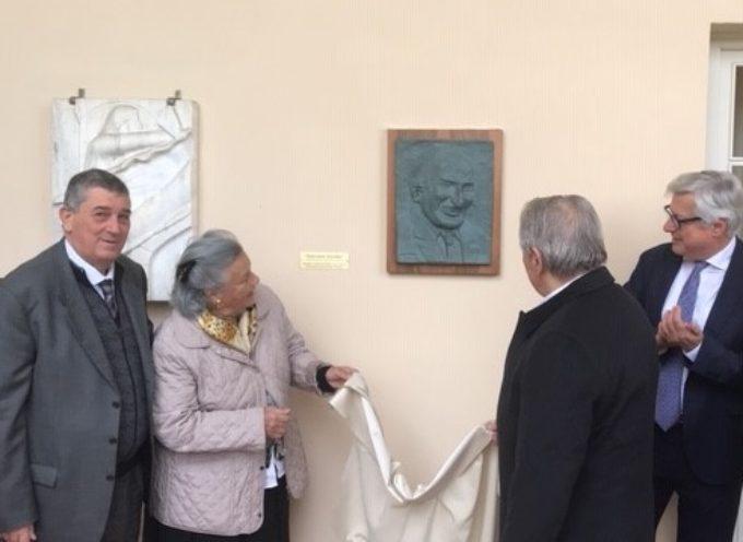 INAUGURATO IL BASSORILIEVO DEDICATO ALL'INGEGNER GIANCARLO GIURLANI