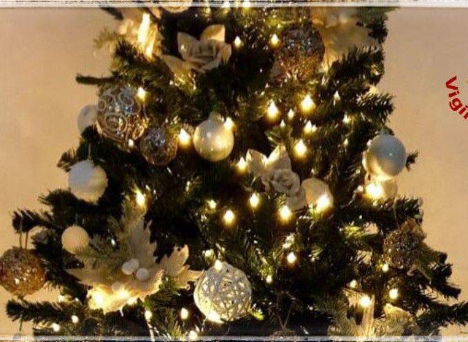 La raccomandazione dei Vigili del Fuoco: 'Di notte spegnete le luci dell'albero di Natale in casa'