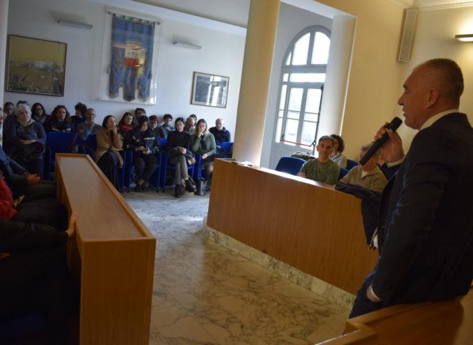 Il sindaco chiama a raccolta la cittadinanza per spiegare la situazione di Massarosa