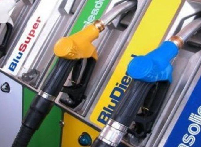 Prezzo benzina, nuovi aumenti e accise per fare cassa: la decisione del Governo