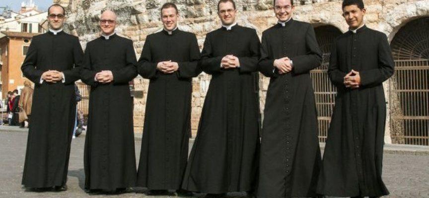 Quanto guadagnano preti, frati e suore? Lo stipendio e chi paga