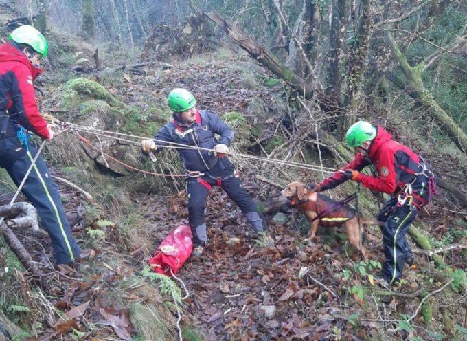 il Soccorso Alpino  di Querceta e'  intervenuta su due cani caduti in un torrente in piena presso Farnocchia
