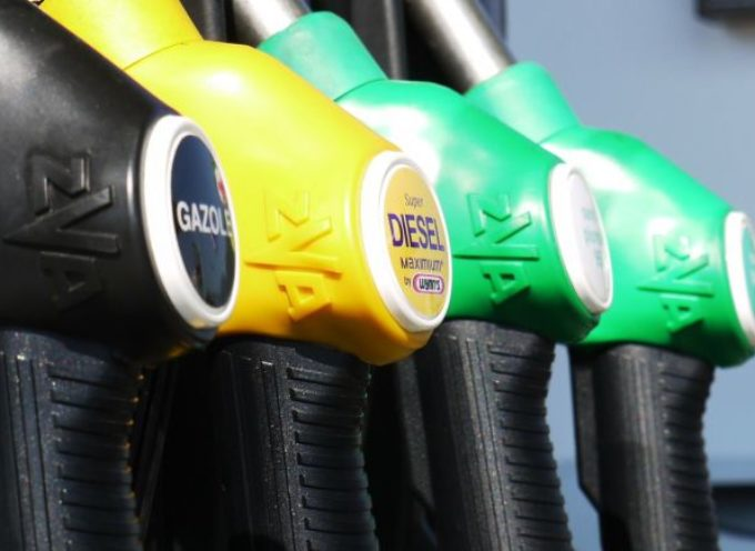Manovra: governo rivede aumenti accise, dal 2021 stangata sui carburanti?