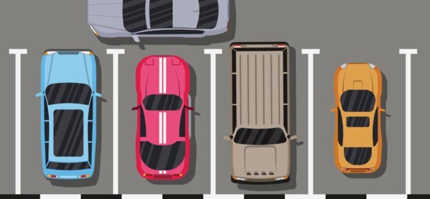 Parcheggio incivile: è reato bloccare un'altra auto.