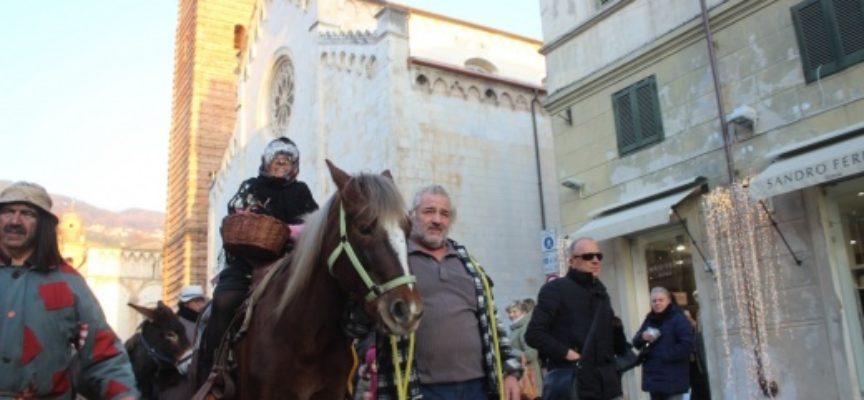 Tradizioni: arriva la Befana…festa doppia a Tonfano e centro storico