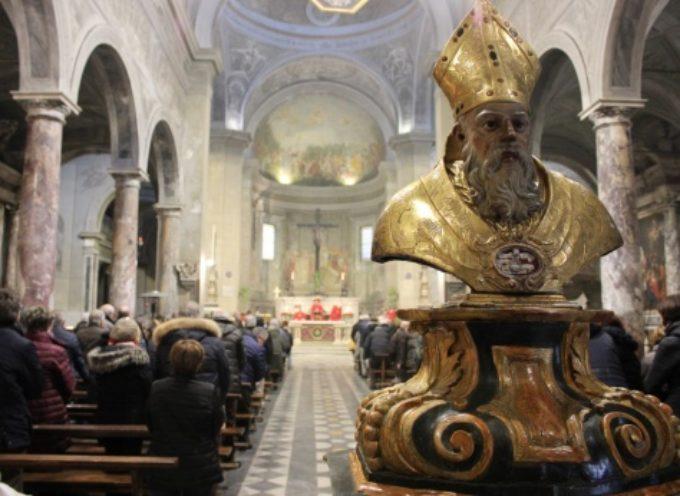 San Biagio: tanti fedeli attesi per la benedizione della gola al Duomo di San Martino,