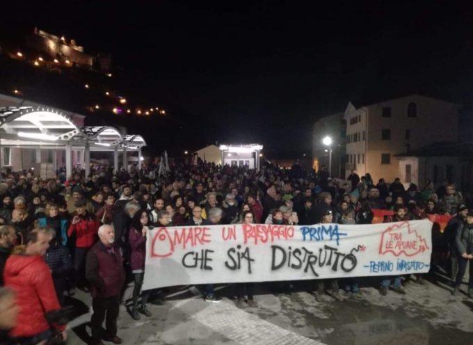 Massa – Oltre un migliaio di persone alla manifestazione per dire NO ALLE CAVE