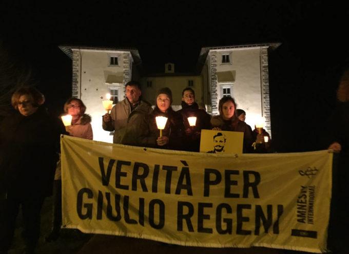 SERAVEZZA – folta partecipazione alla fiaccolata per Giulio Regeni.