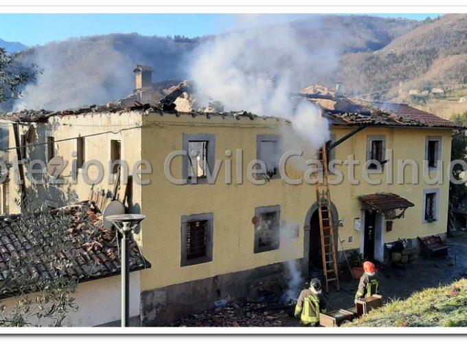 Incendio questa notte all'abitazione in Località Buggina a Castelnuovo di Garfagnana.