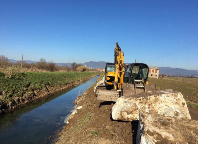 I lavori per la messa in sicurezza idraulica nel Comune di Porcari continuano: