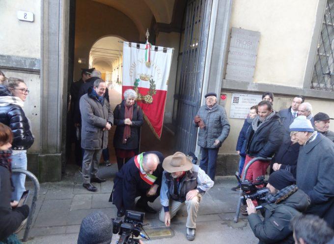 Stamani, posa di una soglia di inciampo all'ingresso della Pia Casa, in via S. Chiara