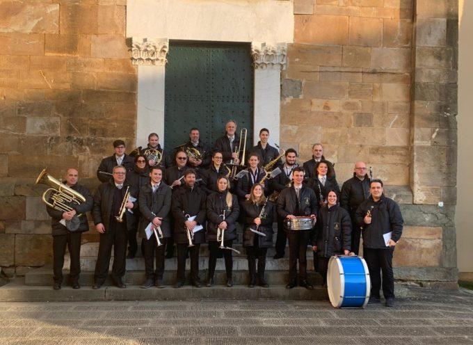 """Tanti bimbi, tante famiglie e il Corpo Musicale """"Giuliano Zei"""" – Altopascio – Lucca a tenere compagnia e a portare musica e movimento in piazza della Magione."""