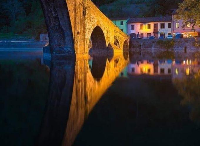 Il Ponte del Diavolo vestito da sera.