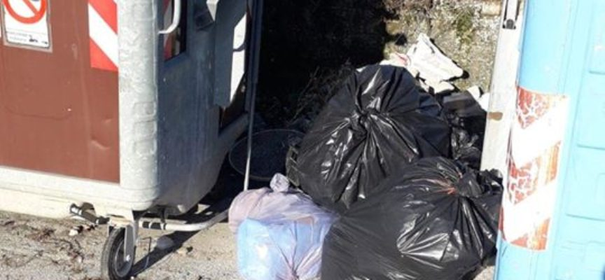 la lotta del comune di Pescia all'abbandono di rifiuti : aumentano le videocamere, si studiano i bidoncini di prossimità