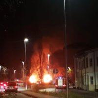 Incendio nel parcheggio, distrutte due roulotte