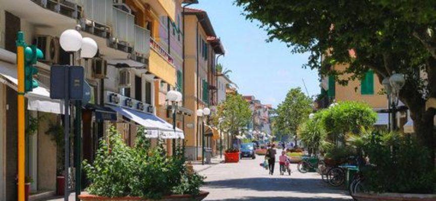 A Forte dei Marmi un weekend ricco di proposte per gli amanti della musica, del teatro e dello shopping.