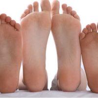 In inverno è facile soffrire di piedi freddi, –  cause e rimedi naturali