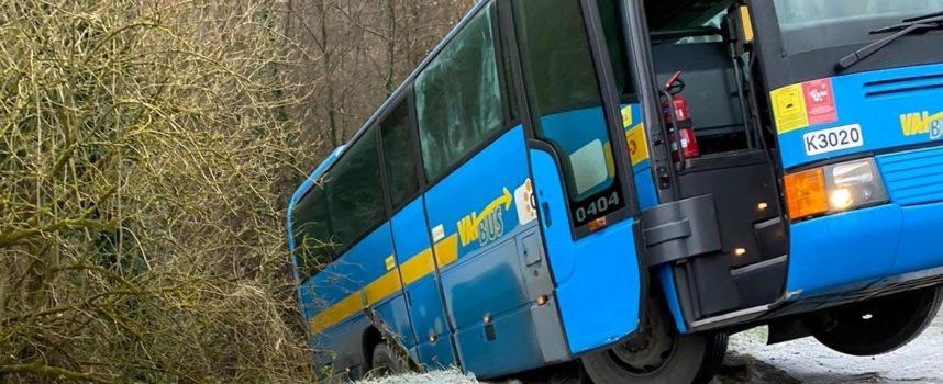 Bus fuori strada, attimi di terrore a Camporgiano