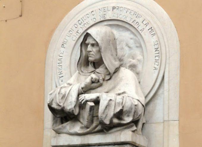 Pietrasanta ricorda il filosofo Giordano Bruno, una corona al busto marmoreo di Porta a Pisa