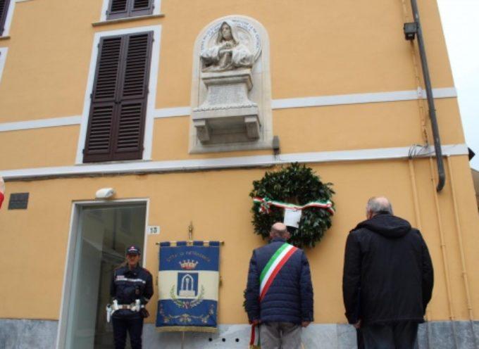 Pietrasanta ricorda il filosofo Giordano Bruno, deposta corona al busto marmoreo di Porta a Pisa