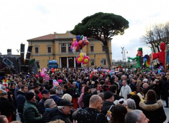 PIETRASANTA – 50mila euro d'incasso per Carnevale, è quinta edizione di sempre per presenze