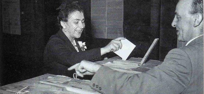 Il 1° febbraio 1945 viene introdotto in Italia (ancora divisa e con il Nord sottoposto all'occupazione tedesca) il suffragio universale