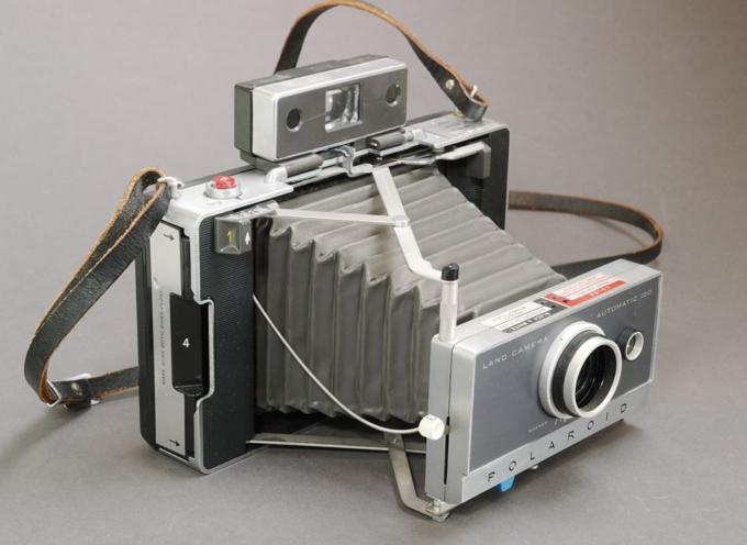il 21 febbraio 1947 viene presentata la polaroid land camera