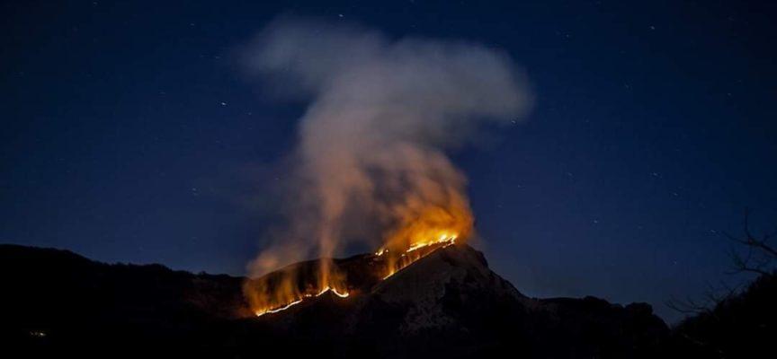 Dal pomeriggio di ieri incendio sul Monte Croce – Apuane meridionali
