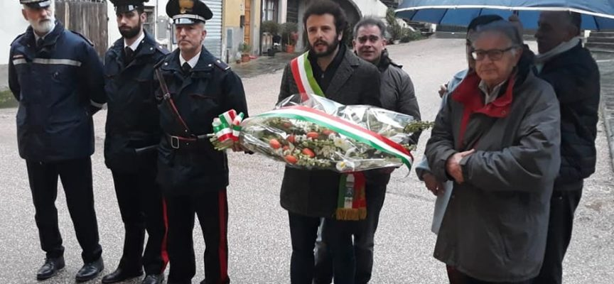 """celebrato la """"Giornata del ricordo"""" con un omaggio davanti il palazzo comunale."""