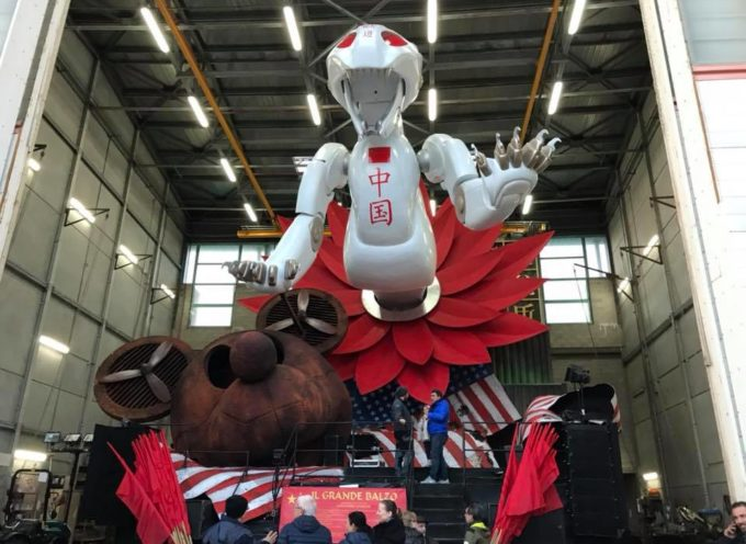 Tutto pronto per la seconda sfilata dei carri allegorici del Carnevale di Viareggio
