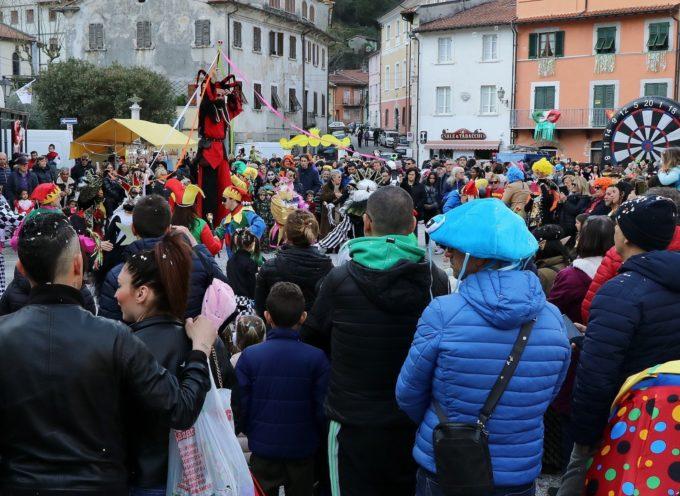 Carnevale dei Piccoli di Seravezza, sole e boom di presenze al II° Corso