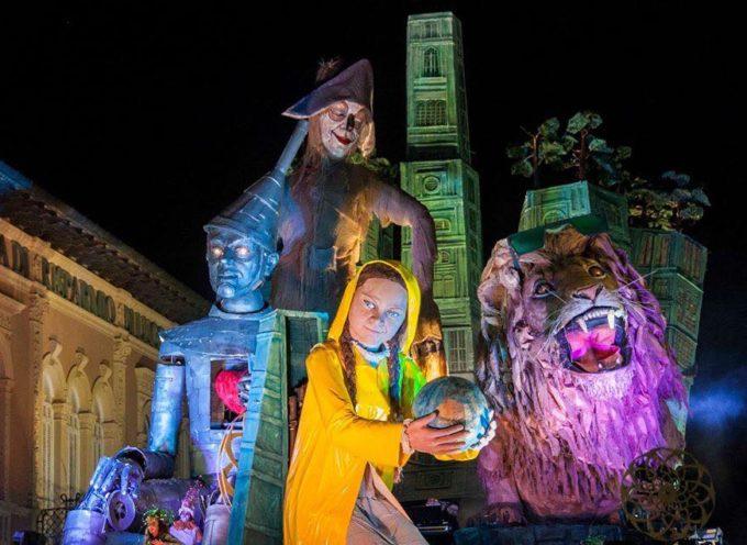ieri è vero, la città ha ballato e cantato: ha riso esorcizzando le paure nell'ultimo magico corso di Carnevale.